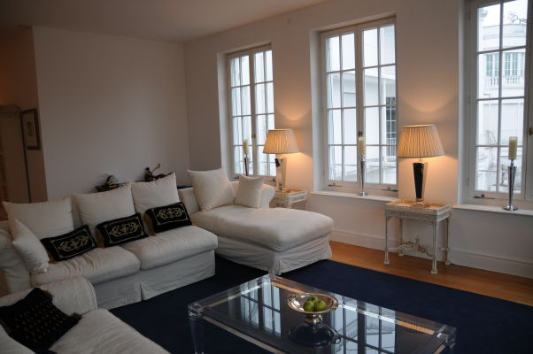 Living room of the Polk Apartment in the Palais Kraft