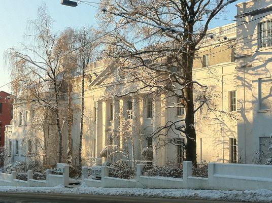 Palais Kraft in the snow